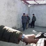 Gazeteciler Esir Kampında Gezdirildi