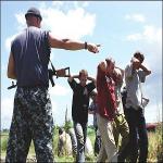 Rus İşgalciler Çeçen Savaşçıların Ailelerinin Arkasına Saklanıyor